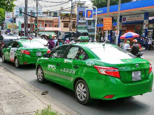 Ngủ mơ thấy xe taxi đánh con gì trúng?