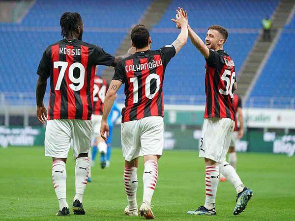 Nhận định trận AC Milan vs Benevento (01h45 2/5, Serie A)